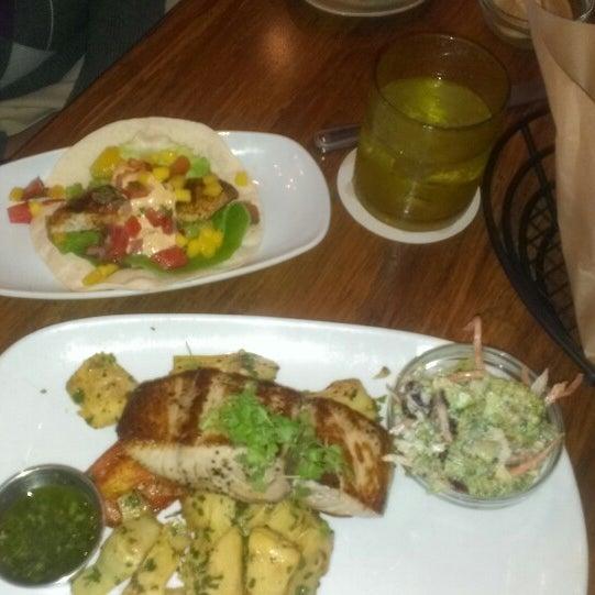 Foto tirada no(a) Spike Africa's Fresh Fish Bar & Grill por Wella M. em 10/18/2013