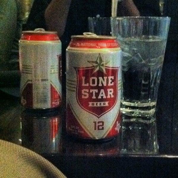 รูปภาพถ่ายที่ Brownstone Kitchen & Bar โดย Funkytown F. เมื่อ 9/19/2012