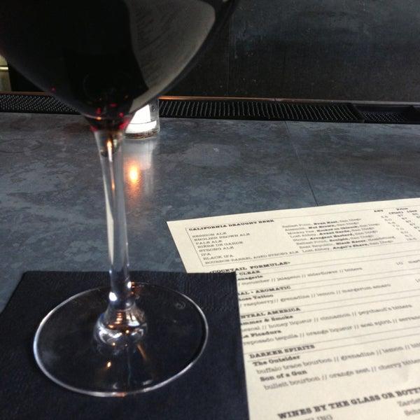 Foto tirada no(a) Bankers Hill Bar & Restaurant por Kate em 7/10/2013
