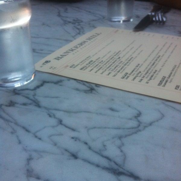 Foto tirada no(a) Bankers Hill Bar & Restaurant por Kate em 4/27/2013