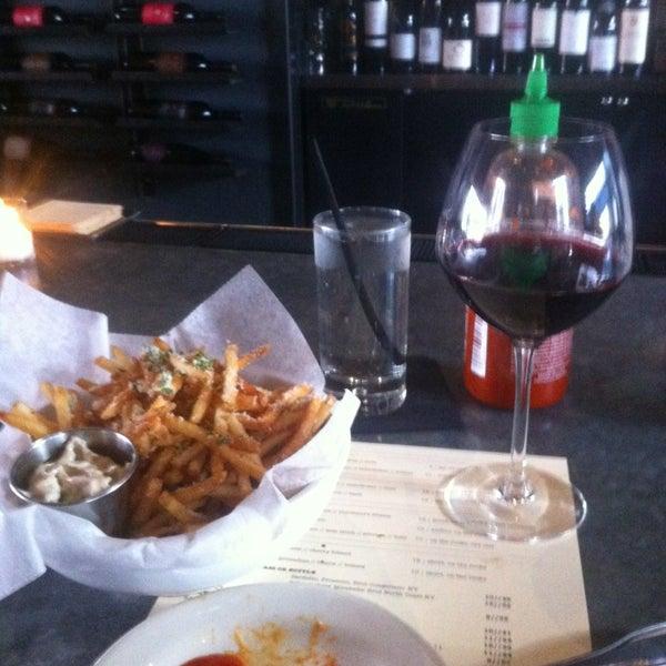Foto tirada no(a) Bankers Hill Bar & Restaurant por Kate em 4/10/2013