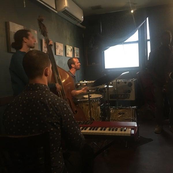 รูปภาพถ่ายที่ South 4th Bar & Cafe โดย Stan K. เมื่อ 6/23/2018