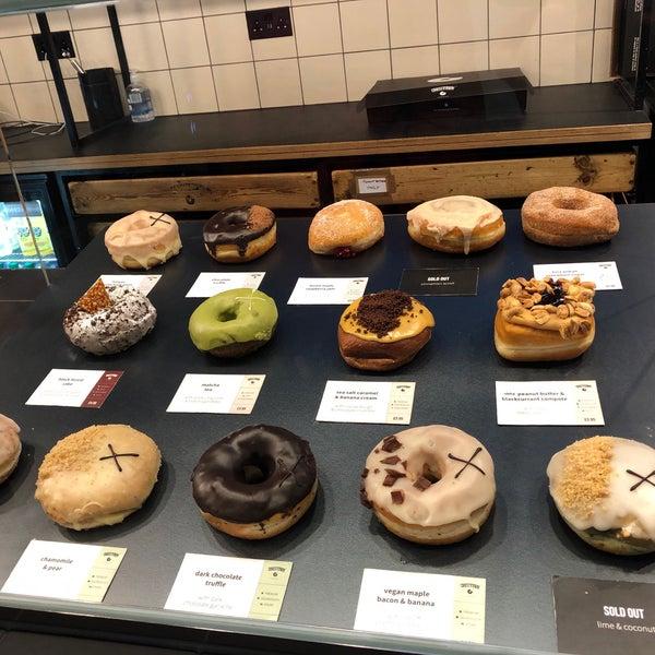 รูปภาพถ่ายที่ Crosstown Doughnuts & Coffee โดย Abdullah เมื่อ 1/20/2020