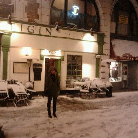 Foto tirada no(a) Tigin Irish Pub por Laura M. em 11/8/2012