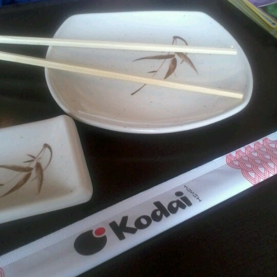 Foto tirada no(a) Kodai Sushi por Dani Z. em 9/24/2012