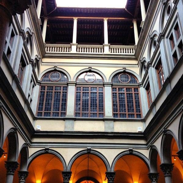 Photo prise au Palazzo Strozzi par R A. le4/20/2013