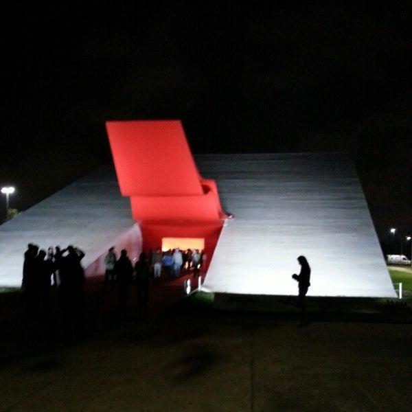 11/15/2012에 Beto R.님이 Auditório Ibirapuera Oscar Niemeyer에서 찍은 사진