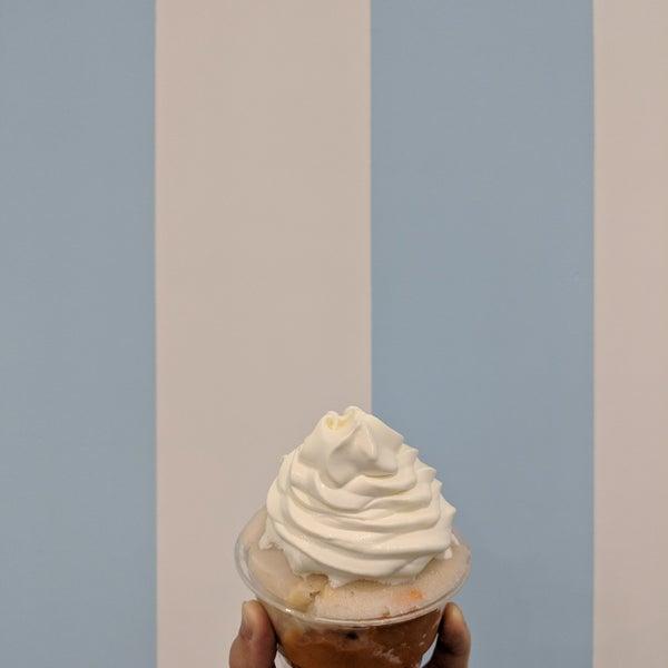 11/19/2017 tarihinde Aliceziyaretçi tarafından Confetti Italian Ice & Custard'de çekilen fotoğraf