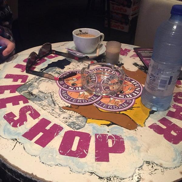 Foto tomada en Hunter's Coffeeshop por M.Hüseyin Engin el 12/24/2015
