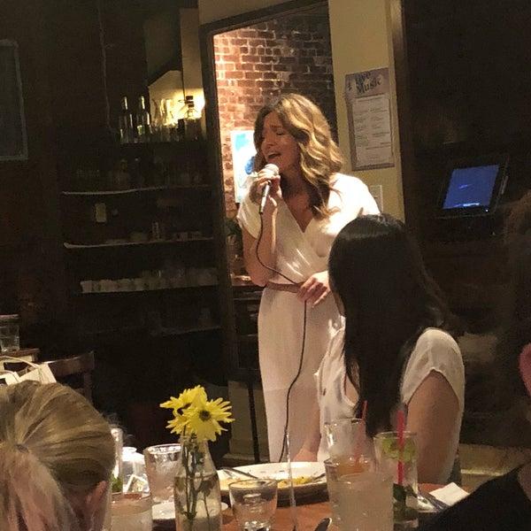 รูปภาพถ่ายที่ Cupping Room Cafe โดย Vanessa S. เมื่อ 8/18/2018