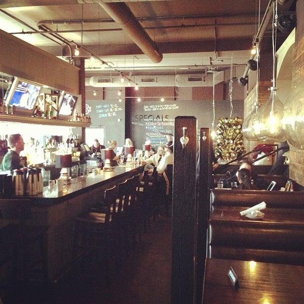 3/2/2013 tarihinde Ken T.ziyaretçi tarafından Urban Eatery'de çekilen fotoğraf
