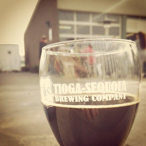 12/20/2014 tarihinde Jason H.ziyaretçi tarafından Tioga-Sequoia Brewing Company'de çekilen fotoğraf