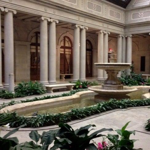 1/31/2012 tarihinde Hanh V.ziyaretçi tarafından The Frick Collection'de çekilen fotoğraf