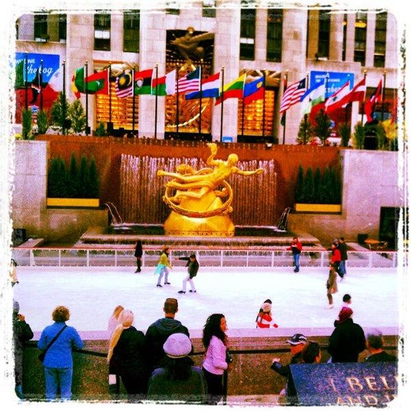 Das Foto wurde bei The Rink at Rockefeller Center von Darold C. am 10/16/2012 aufgenommen