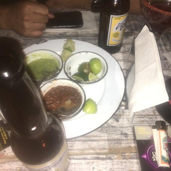 Foto diambil di Wichitos oleh Luis A. pada 9/16/2016