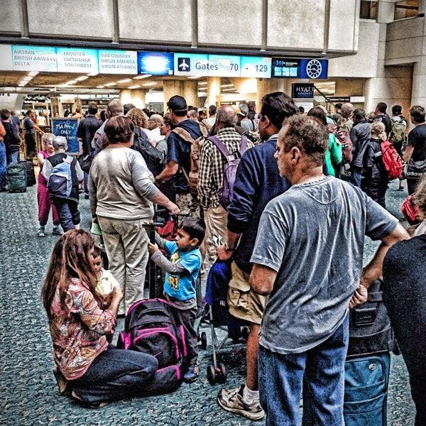 Das Foto wurde bei Flughafen Orlando (MCO) von Buddha am 11/16/2013 aufgenommen