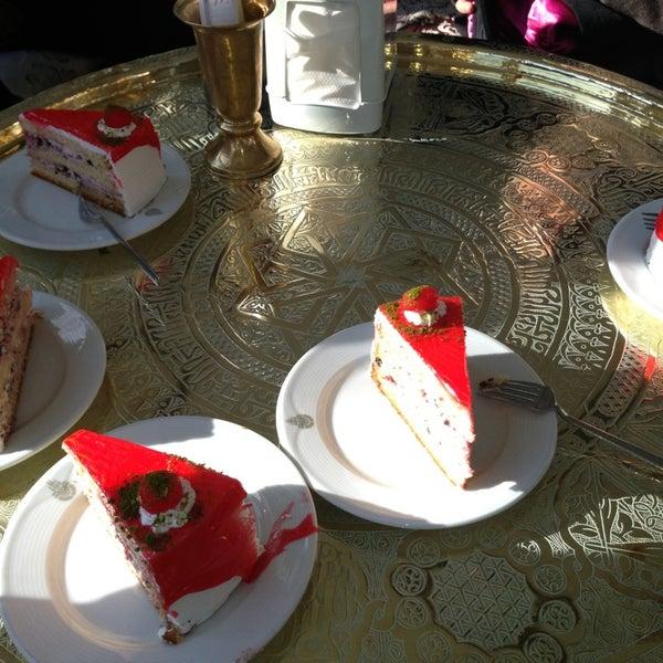 Foto scattata a Desde Cafe & Restaurant da ALKAN il 1/20/2013