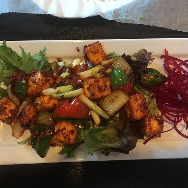 Foto tirada no(a) Spice Rack Indian Fusion Dining por Shivani M. em 8/21/2017