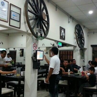 Foto tomada en OV Vaquero Restaurante y Taquería por Smoke I. el 1/21/2013