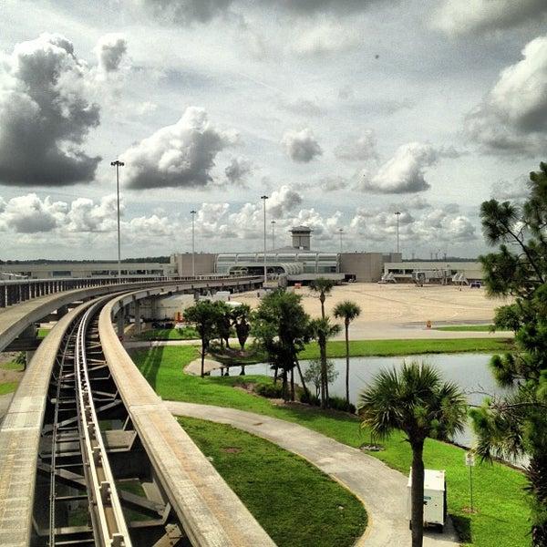 Foto tirada no(a) Aeroporto Internacional de Orlando (MCO) por LiveSpaceAVL em 6/11/2013