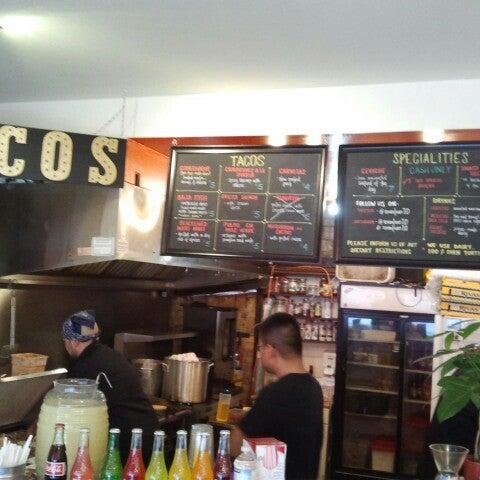 Photo prise au Seven Lives - Tacos y Mariscos par Darcy le6/14/2013