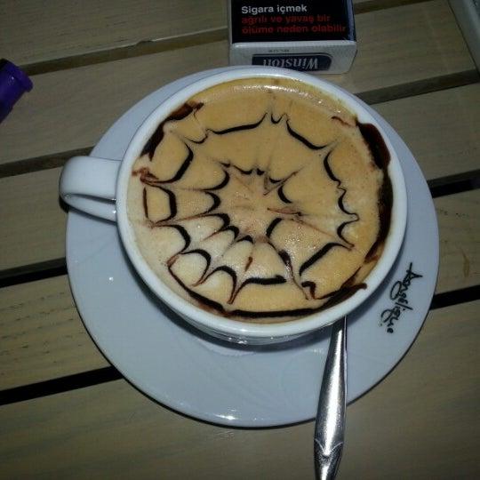 Foto tomada en Del Moon Coffee & Food & Hookah por Zeynep Y. el 1/22/2013