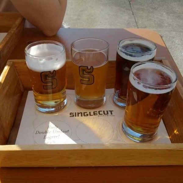 Foto tirada no(a) SingleCut Beersmiths por Jason S. em 4/27/2013