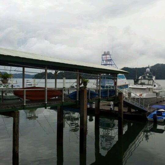 Foto diambil di Banana Bay Marina (Bahía Banano, S.A.) oleh Karla M. pada 11/24/2012