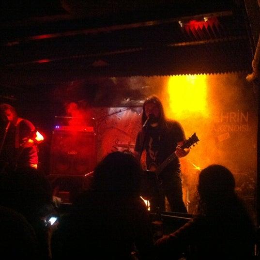 11/13/2012 tarihinde Özgürziyaretçi tarafından Dorock Heavy Metal Club'de çekilen fotoğraf