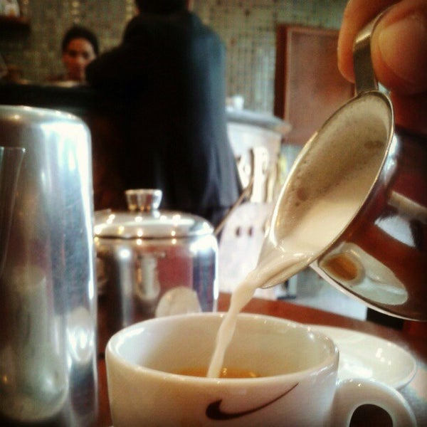 รูปภาพถ่ายที่ Exprèx Caffè โดย Rubens N. เมื่อ 12/6/2012