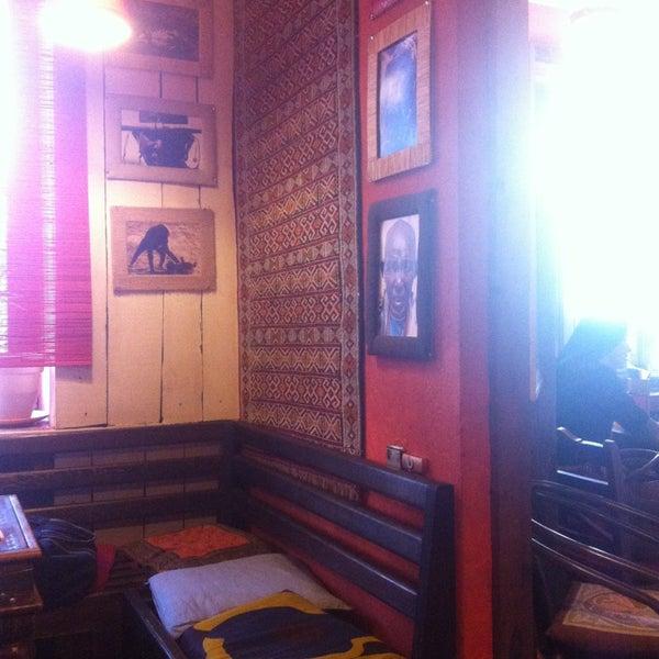 Снимок сделан в Кофейня «Кардамон» и лавка «Коллекция Пустяков» пользователем Elena M. 3/22/2013