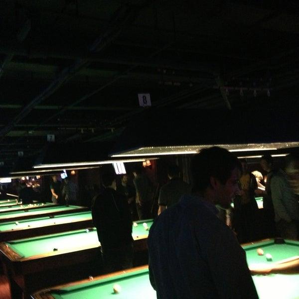 Foto tomada en Society Billiards + Bar por Audrey M. el 1/24/2013