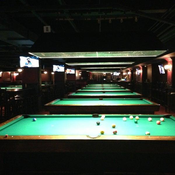 Foto tomada en Society Billiards + Bar por Audrey M. el 12/25/2012