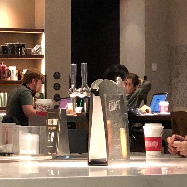 Das Foto wurde bei Starbucks von William S. am 11/19/2017 aufgenommen