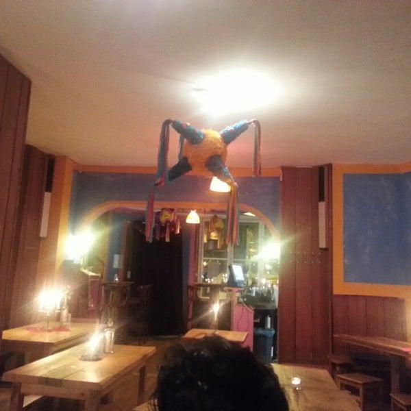 12/16/2013에 Yahjayra M.님이 AGÜEVO! Taquería Cantina에서 찍은 사진
