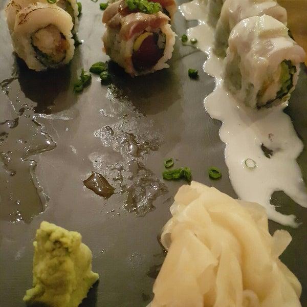 Foto scattata a Yada Sushi da Senhayat il 6/13/2018