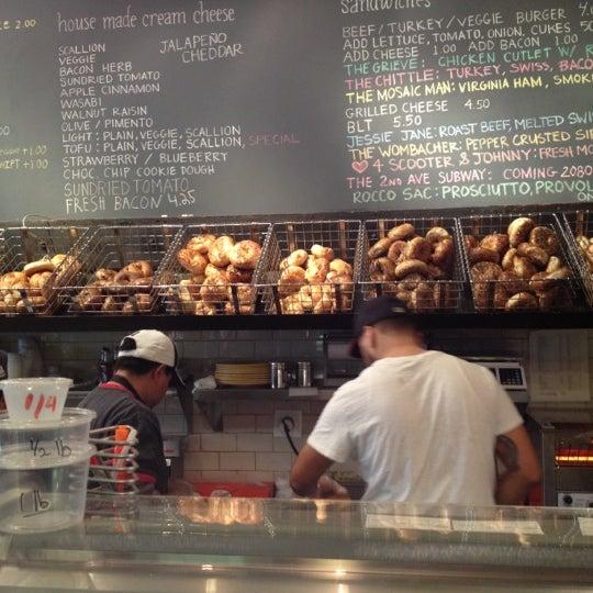 11/17/2012 tarihinde Justinziyaretçi tarafından Tompkins Square Bagels'de çekilen fotoğraf