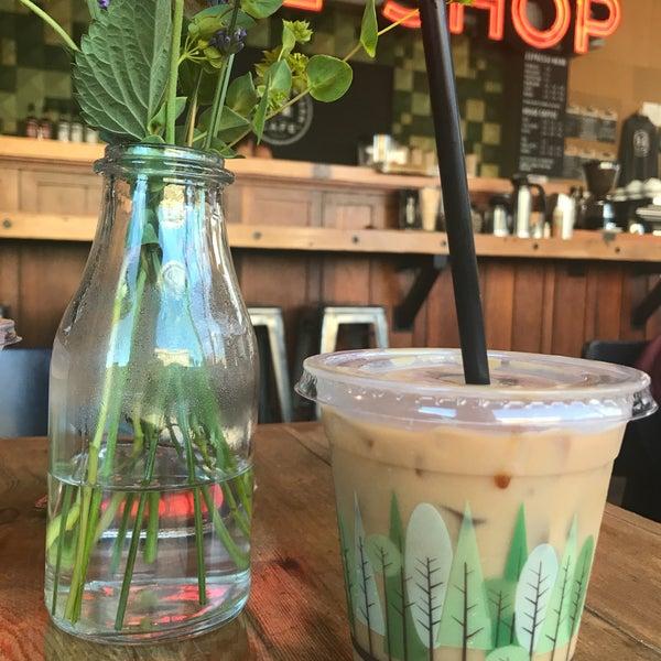 Foto diambil di Street 14 Cafe oleh Alejandro pada 7/29/2017