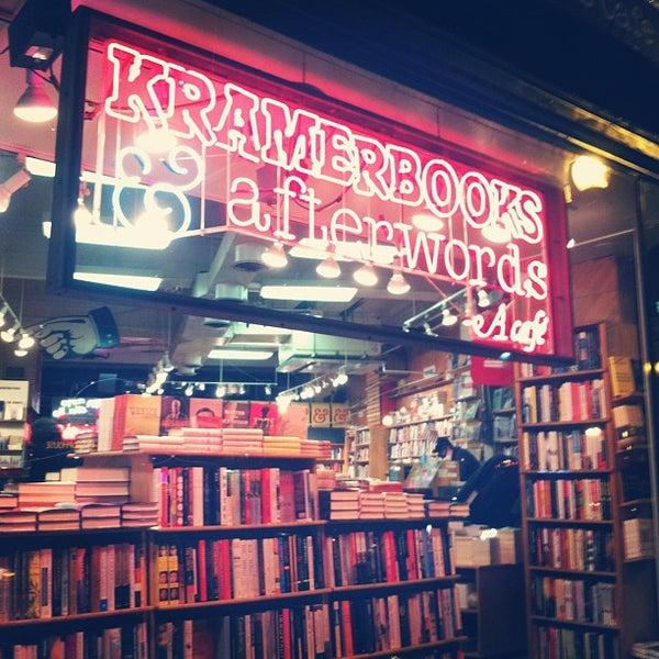 Photo prise au Kramerbooks & Afterwords Cafe par Shannon Y. le2/27/2013