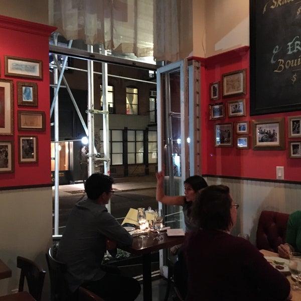 Снимок сделан в Le Midi Bar & Restaurant пользователем Anne B. 11/7/2015