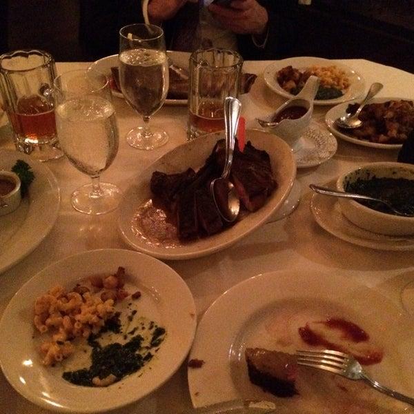 10/22/2014에 Allan님이 Angus Club Steakhouse에서 찍은 사진
