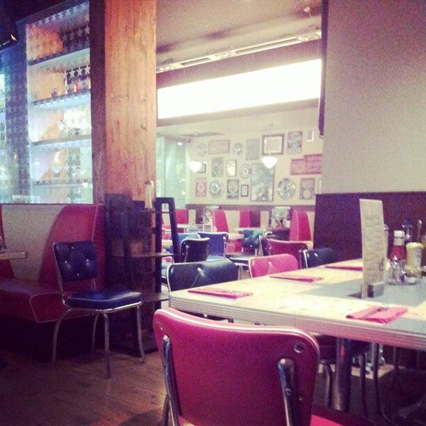 Foto scattata a Bernie's Diner da Elisabet S. il 12/13/2012