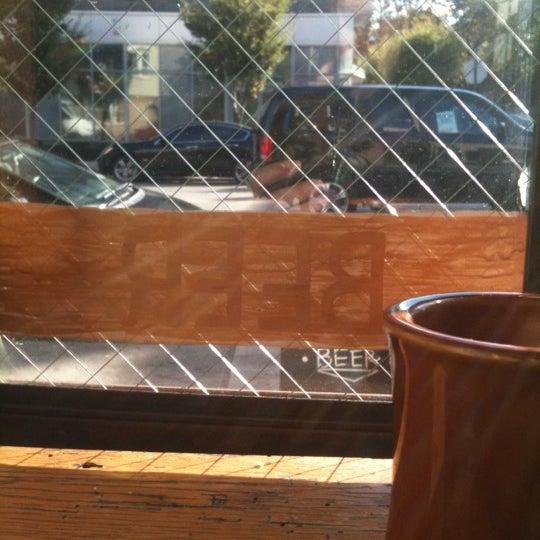 รูปภาพถ่ายที่ The West—Coffeehouse & Bar โดย Andrea เมื่อ 10/16/2012