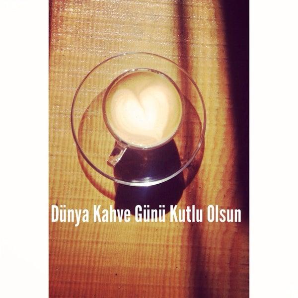 Foto tirada no(a) Deal Coffee Ekspress por Fulya O. em 9/29/2014