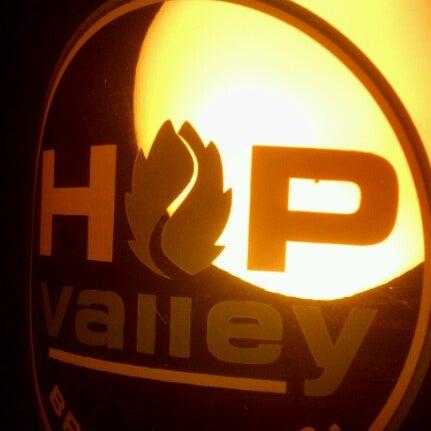 รูปภาพถ่ายที่ Hop Valley Brewing Co. โดย Aj K. เมื่อ 11/30/2012