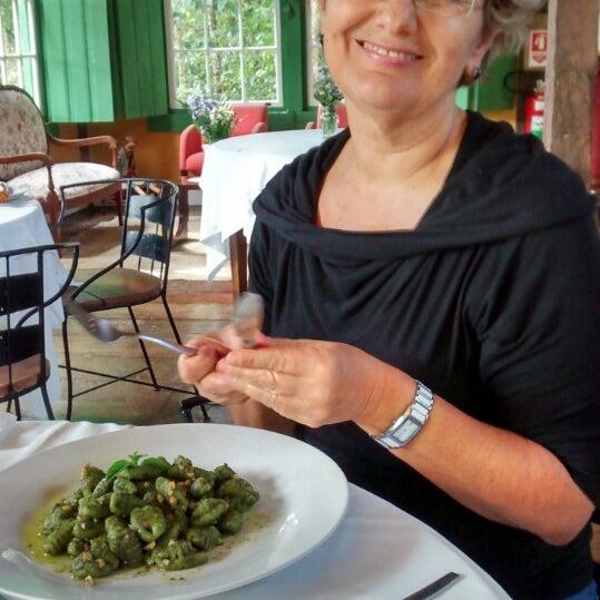 รูปภาพถ่ายที่ Ronco do Bugio Pouso e Gastronomia โดย Antonio S. เมื่อ 5/17/2014