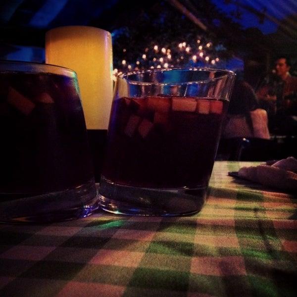Das Foto wurde bei Kofetárica Café von Azul am 6/29/2014 aufgenommen