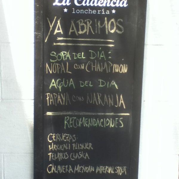 Foto tirada no(a) La Cadencia Lonchería por Juan Carlos d. em 4/19/2013