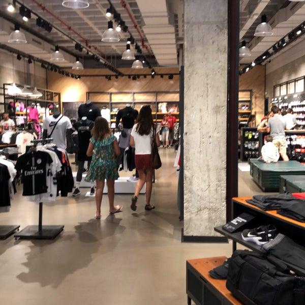 cobertura Nos vemos mañana Diez  Nike Store La Maquinista - Sant Andreu - Barcelona, Cataluña