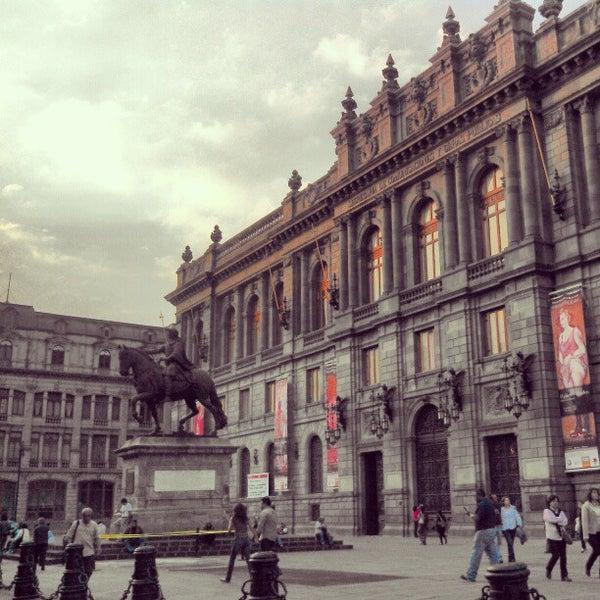 1/15/2013 tarihinde Gerardoziyaretçi tarafından Museo Nacional de Arte (MUNAL)'de çekilen fotoğraf